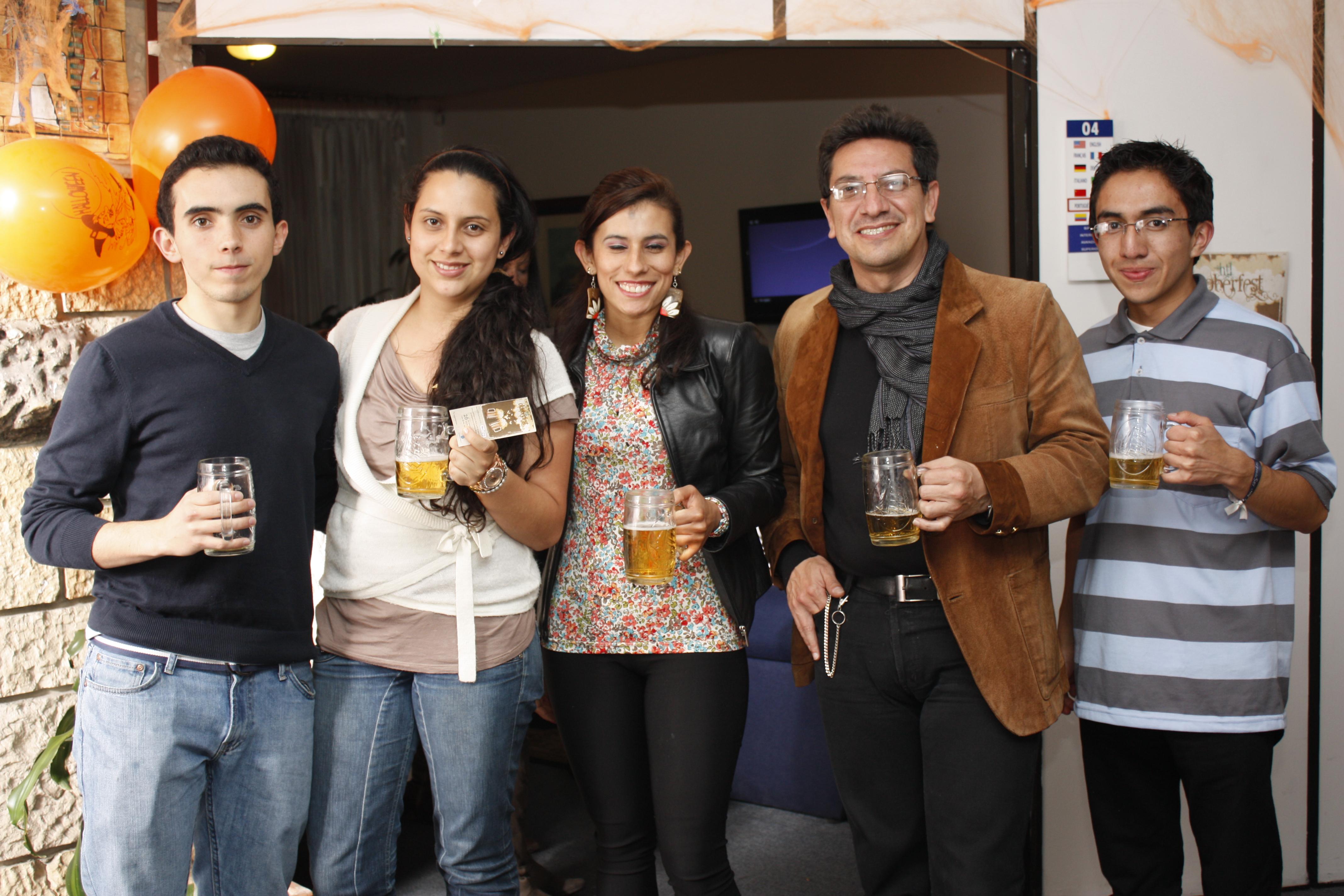 Actividad OktobertFest en Htl Cursos de idiomas